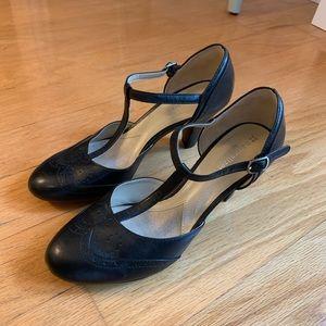Naturalizer t strap heels size 7.5